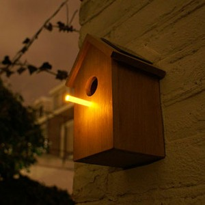 Solor panaled birdhouse
